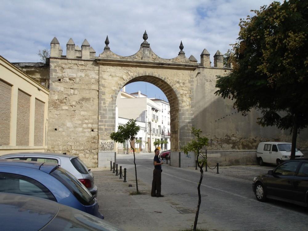 Крепостные ворота (Puerta del Arroyo)