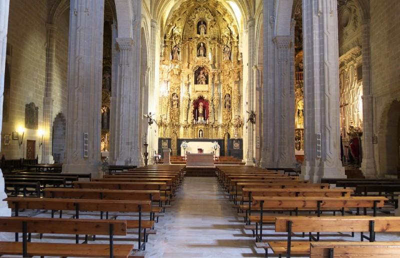 Интерьер церкви святого Дионисия