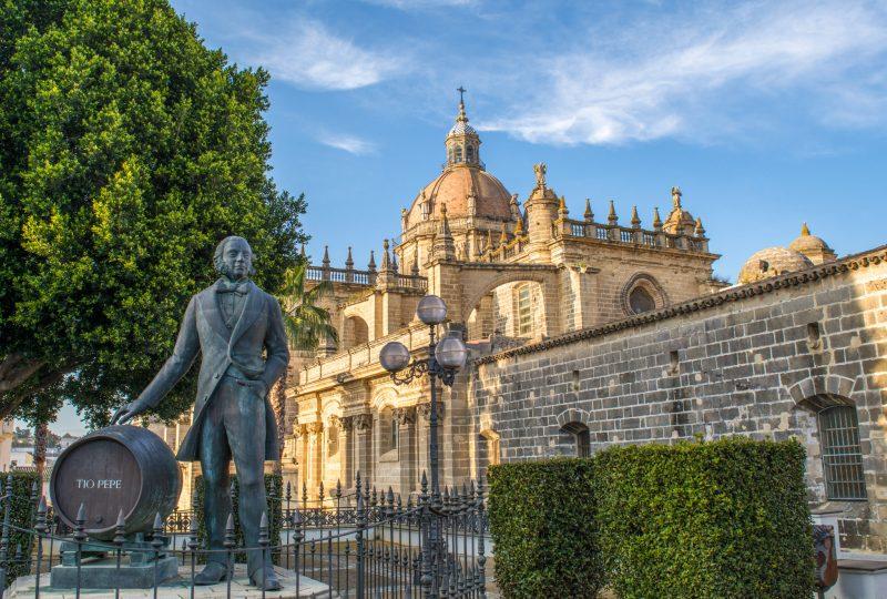 Кафедральный собор и памятник Tío Pepe