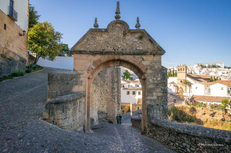 Ворота Филиппа V (Puerta de Felipe V)