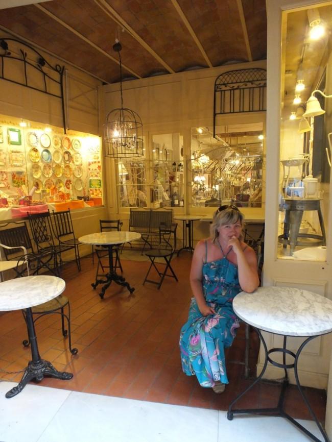 Магазинчик старинной мебели Барселона