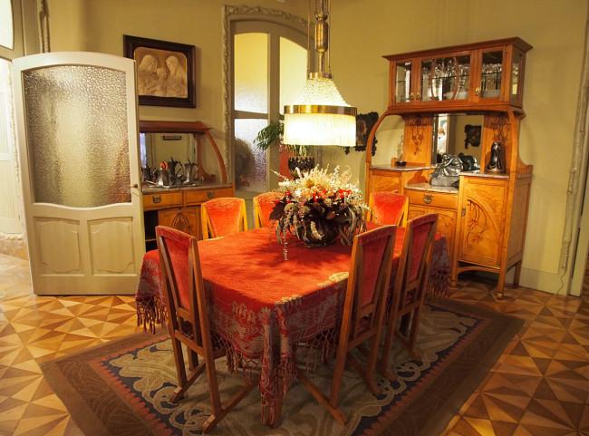 Столовая в одной из квартир Каса-Мила