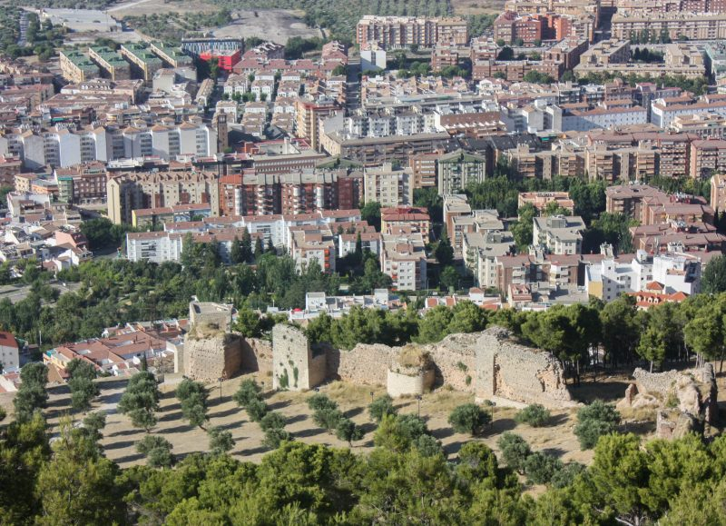 Вид на стены из замка Хаэн