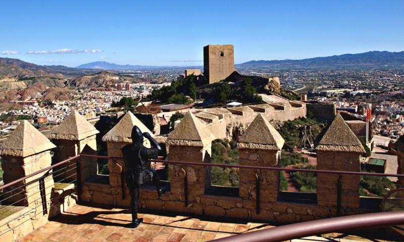 Вид с башни Espolón на башню Alfonsina