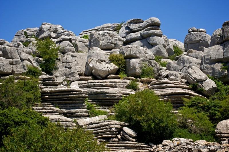 А эти скалы похожи на блинчики