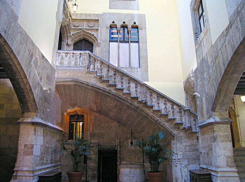Лестница во внутреннем дворе