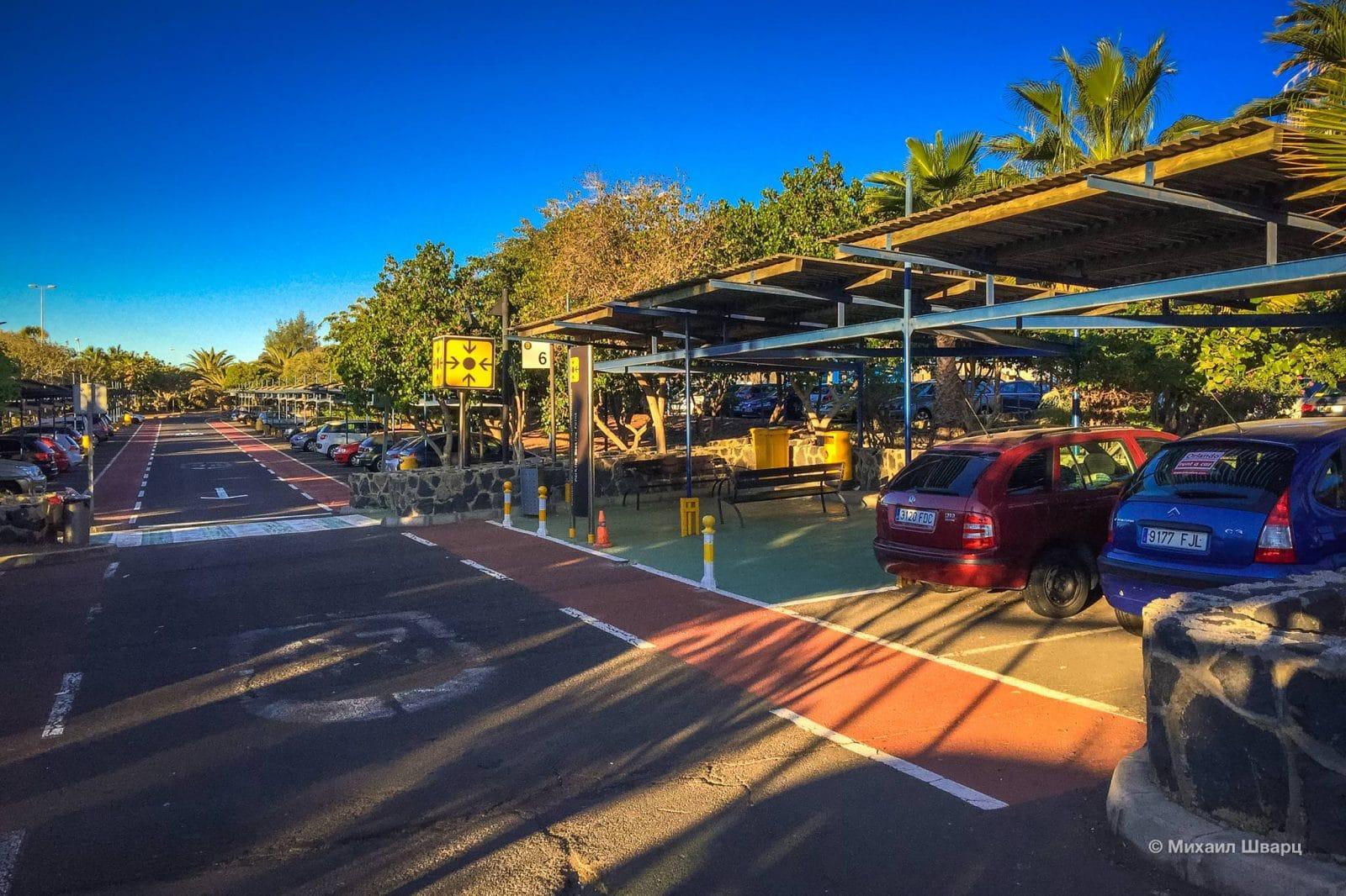 Место встречи на парковке аэропорта Тенерифе