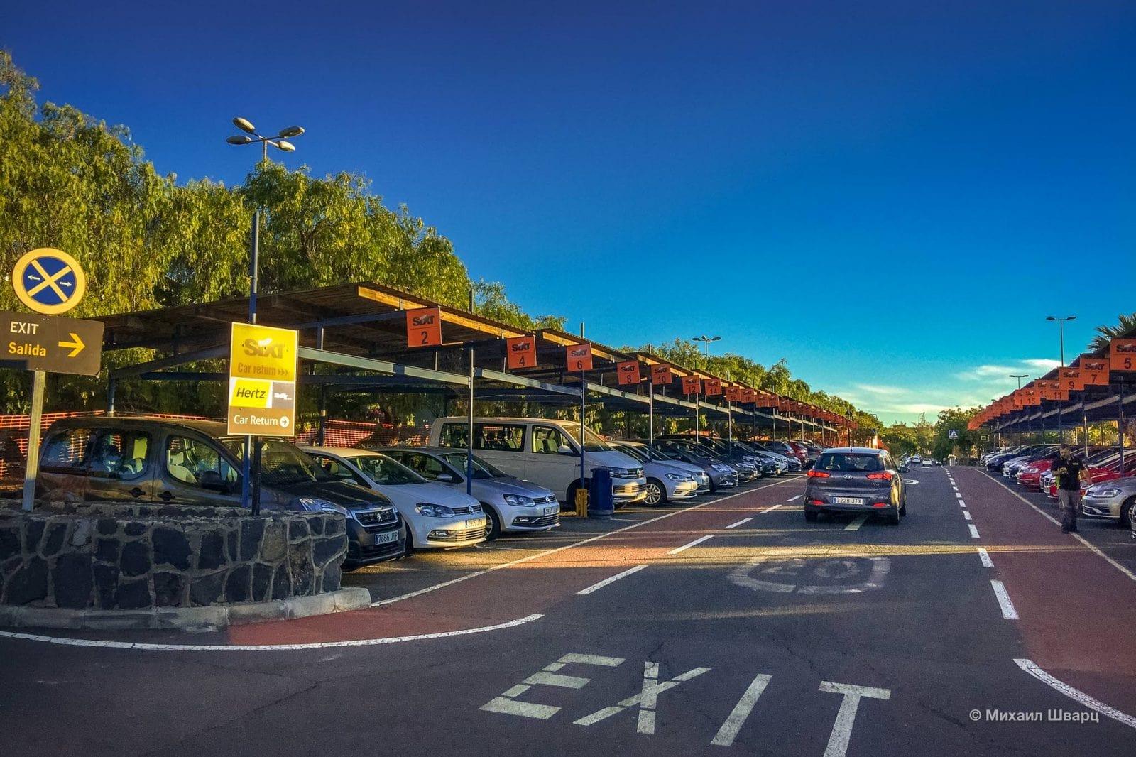 Парковка прокатных контор в аэропорту Тенерифе