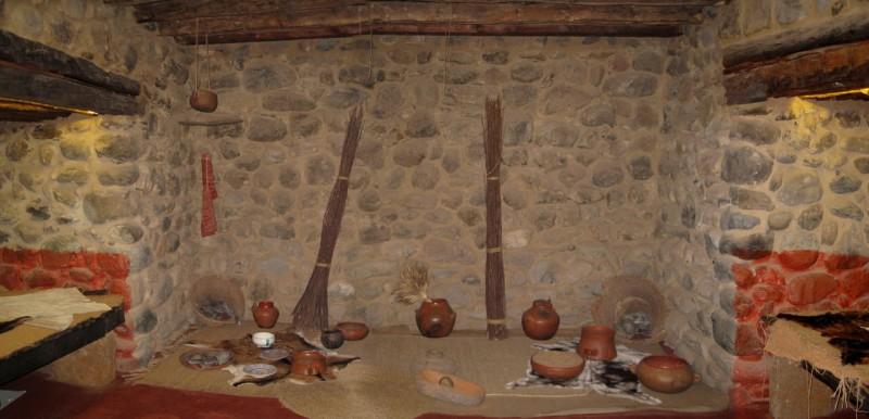 Интерьер дома, воссозданный в Археологическом парке Куэва-Пинтада