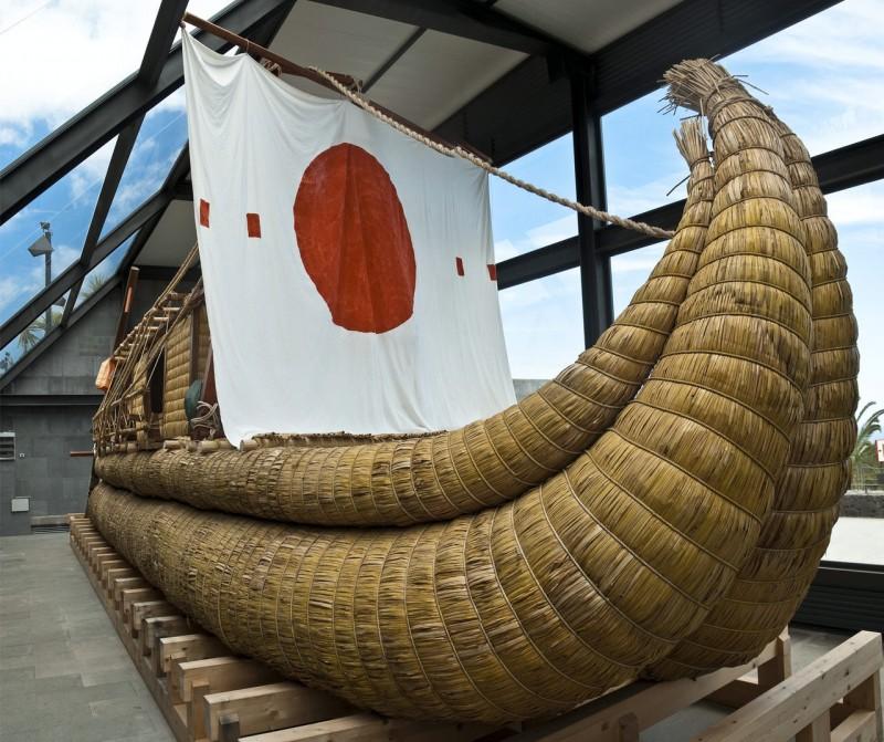 Полноразмерный макет папирусной лодки РА – II