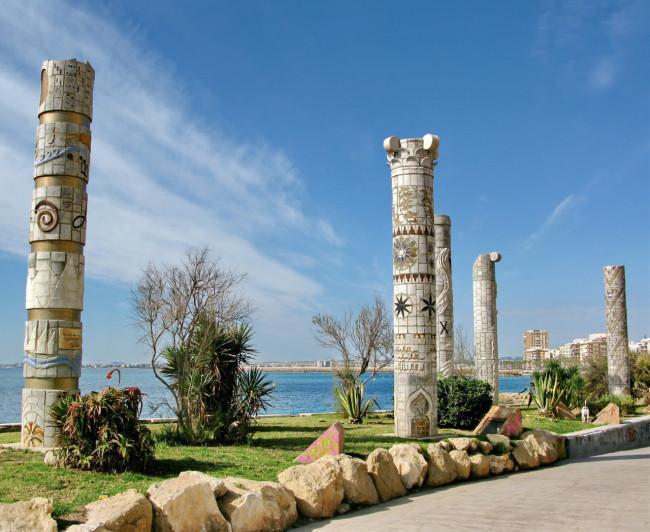 Памятник культуры Средиземноморья (Мonumento a las culturas del Mediterráneo)