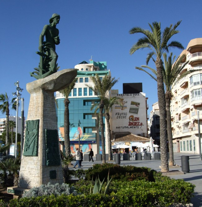 Памятник человеку смотрящего в море (Мonumento al hombre del mar)