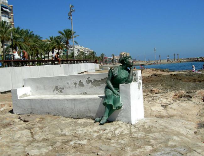 Статуя Красивая Лола (Estatua de la Bella Lola)