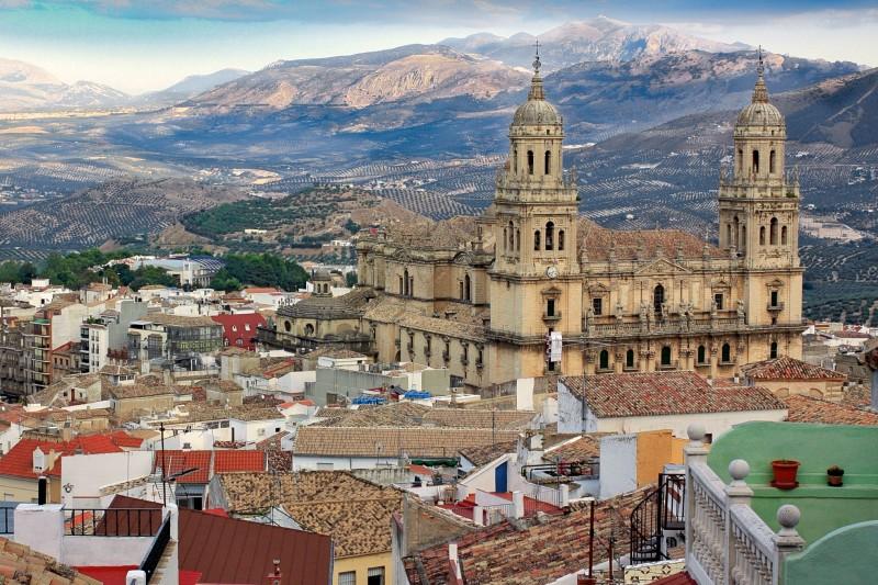Кафедральный собор и горные пейзажи