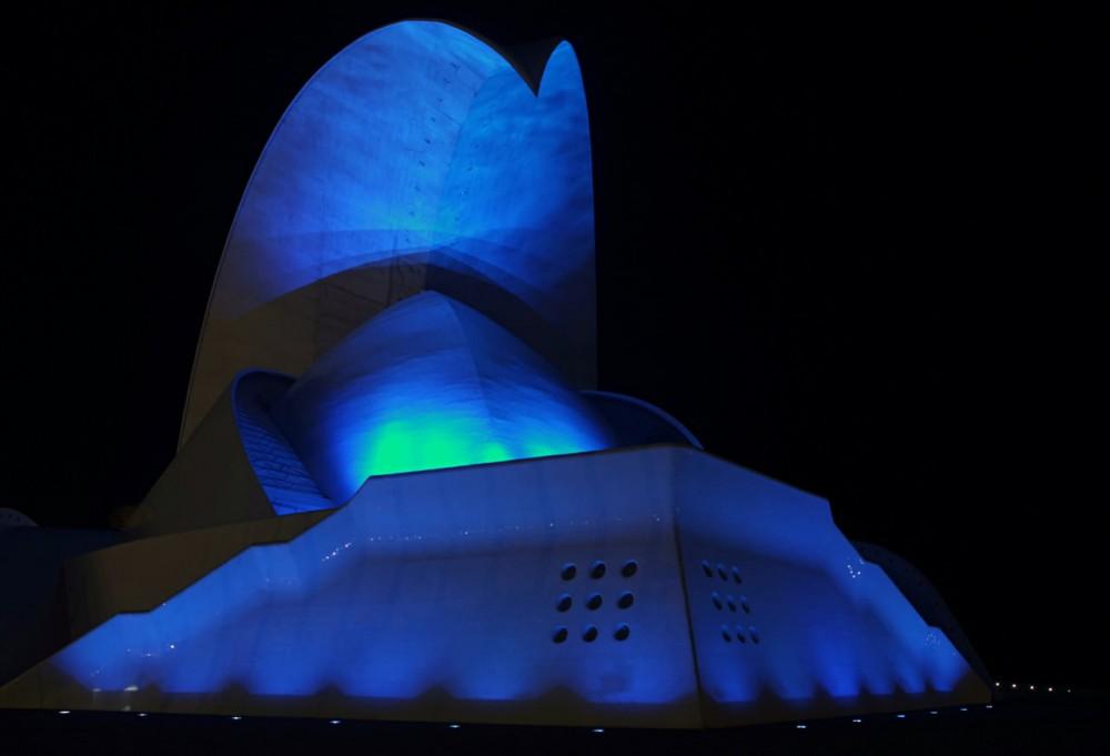 Праздничная подсветка (фото: Auditorio de Tenerife)