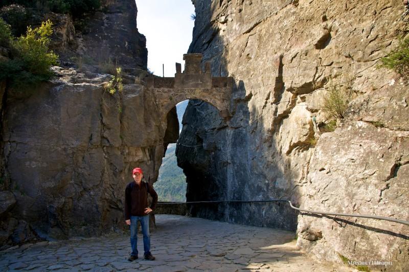 Вход в монастырь Сан Мигель дель фай