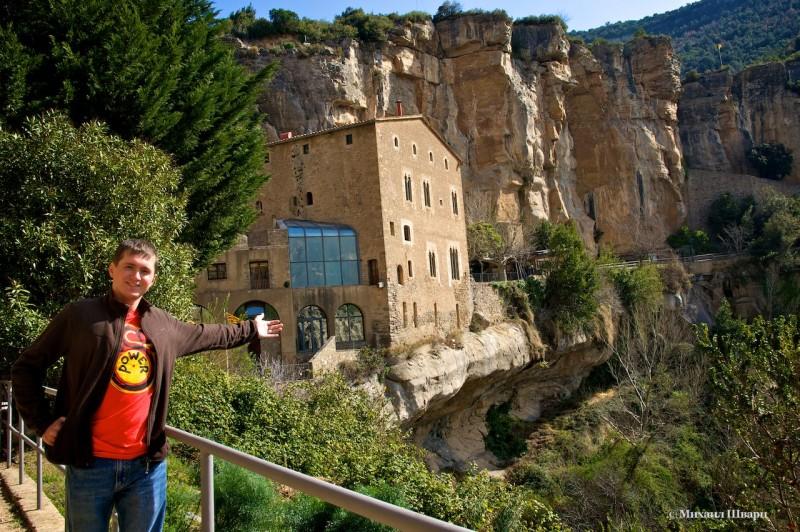 Монастырь Сан Мигель дель фай вид со скалы