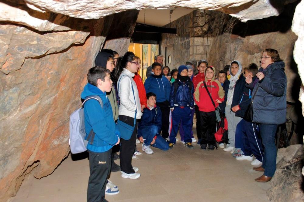 Инструктаж перед входом в пещеру (фото: Grutas de San José - Rio Subterraneo)