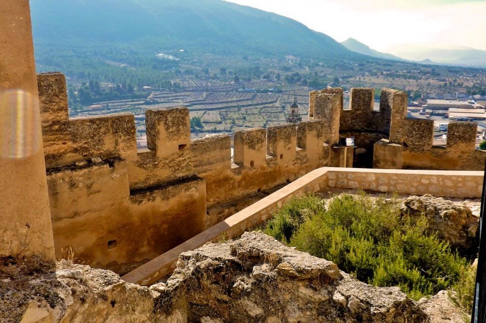 Зубчатые стены крепости (фото: Francisco González)