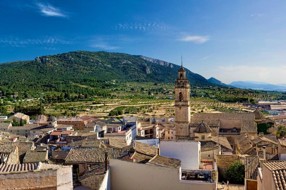 Вид на старый город и Церковь Успения (фото: Diego Albero Román)
