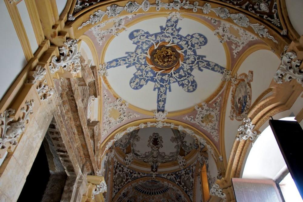 Атриум монастырской церкви (фото: Simon Haycox)