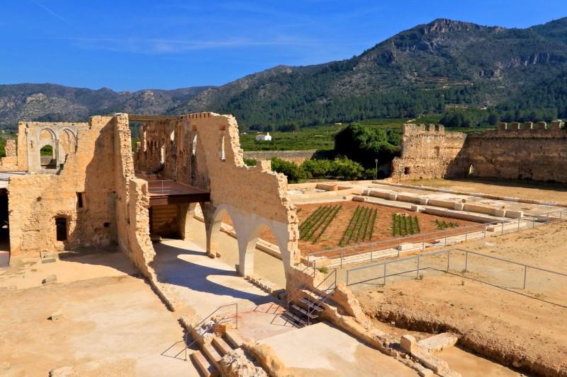 Руины Двореца Аббат