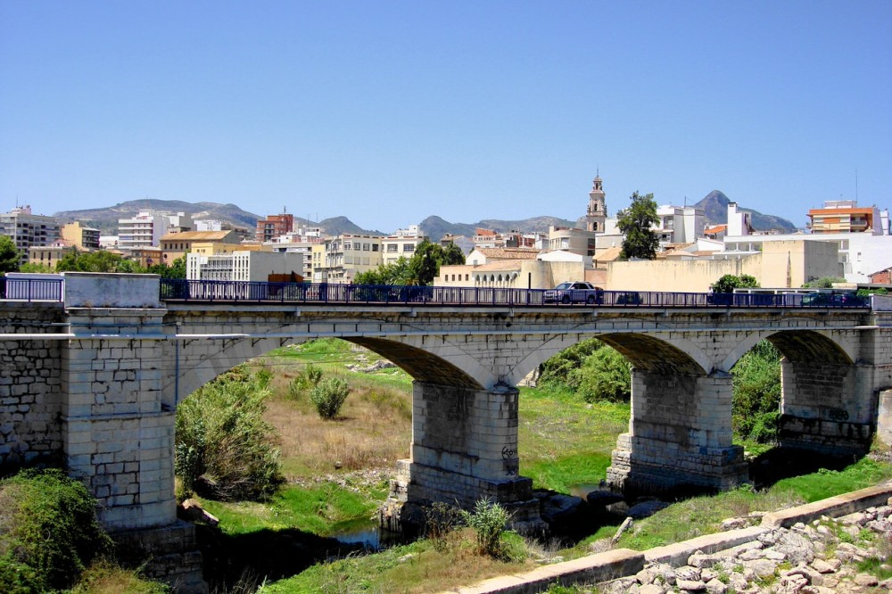 Мост через Серпис (фото: Traveleret)