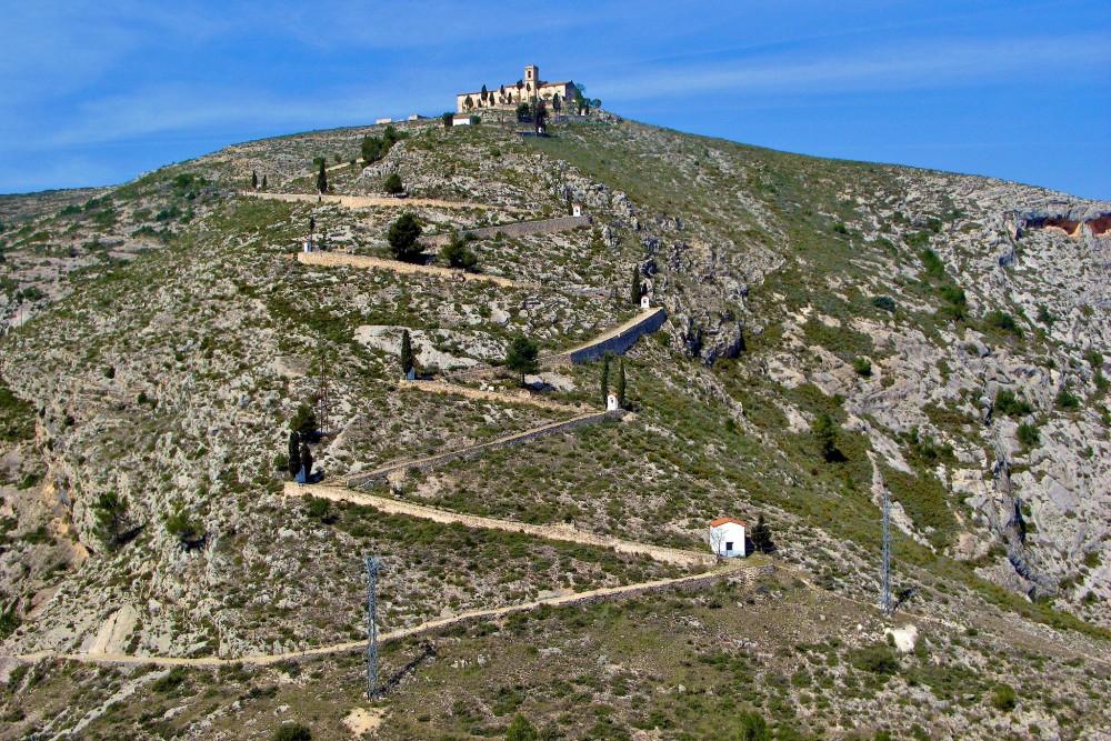 Извилистая  дорога к часовне Санто-Кристо