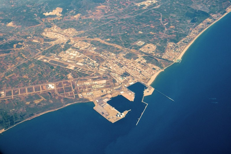 Вид сверху на порт Sagunto и старый город