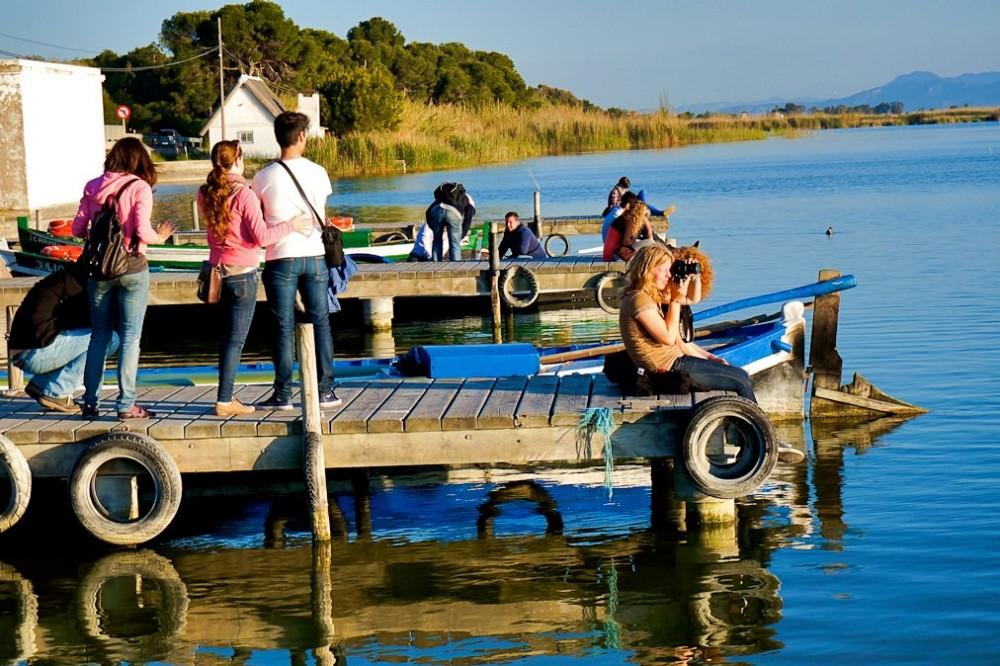 Туристы в ожидании заката (фото: Antonio Tajuelo)