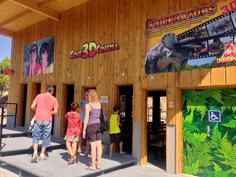 Вход в 3D кинотеатр парка (фото: dinopark)
