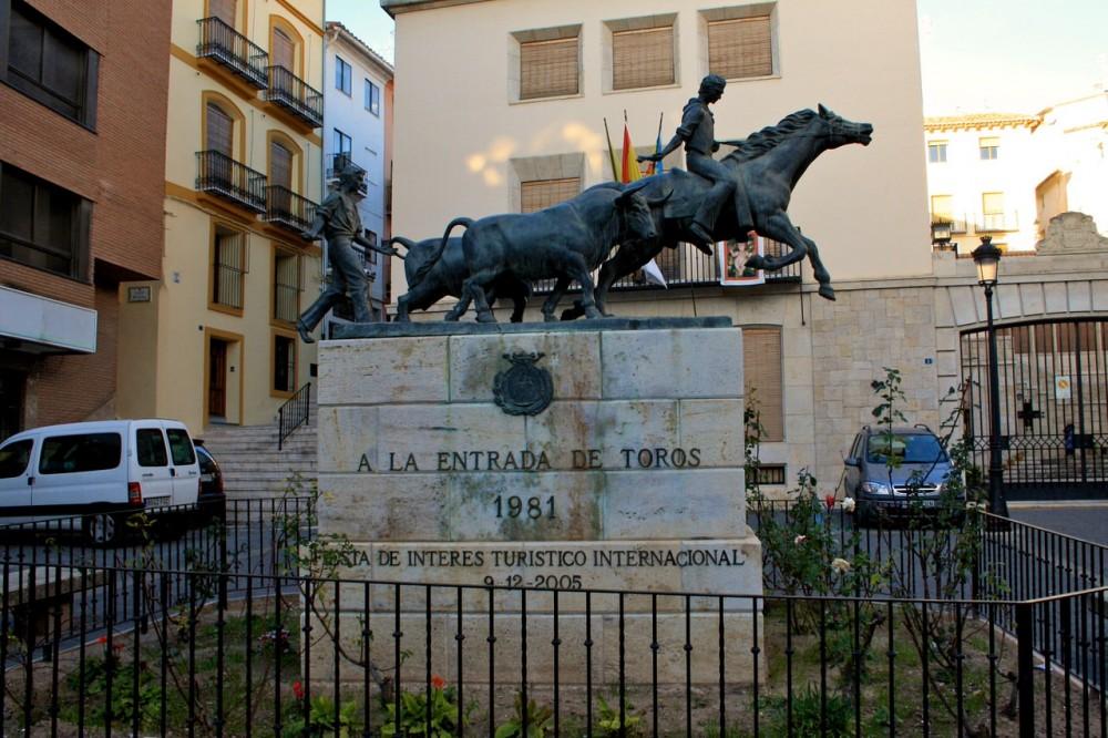 Памятник забегам быков и лошадей (фото: Patricia M.)