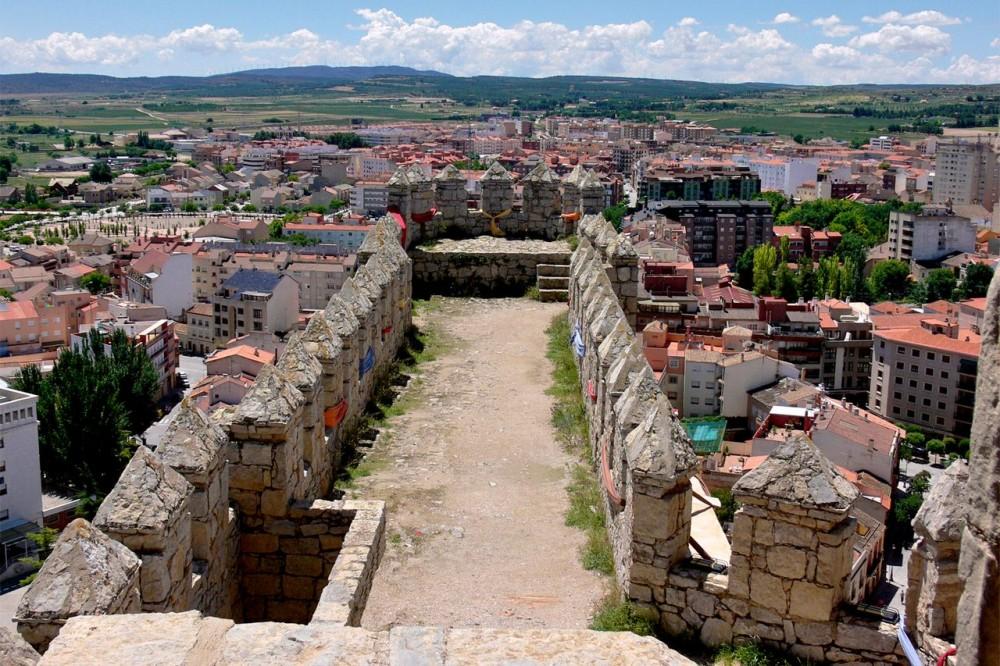Вид на город со стен крепости (фото: Carlos Sieiro del Nido)