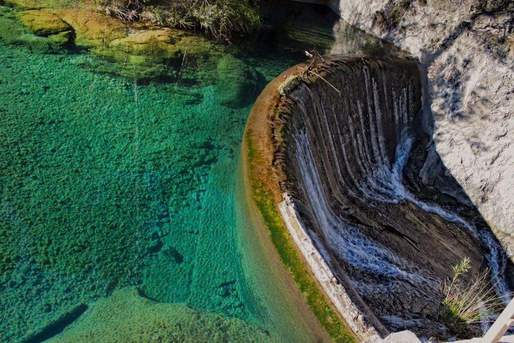 Чистый бассейн и полукруглый порог (фото: Enric Gandia)