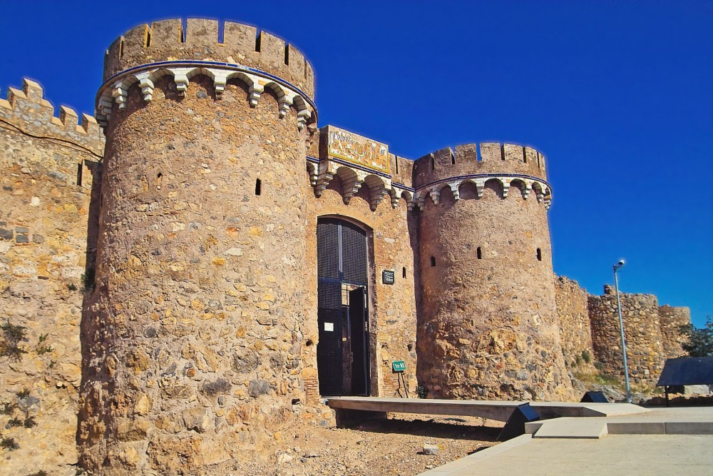 Главный вход в крепость (фото: Nazca Alliance)