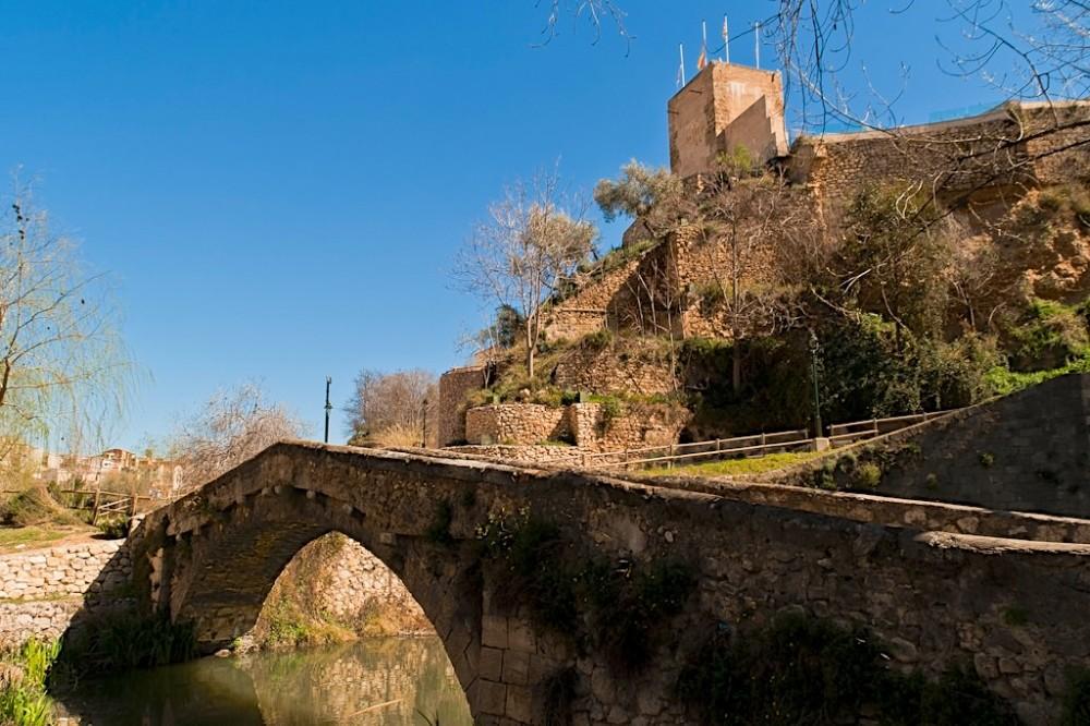 Mостик Буидаоли и башня Torre de Na Valora (фото: Javi Pereda)