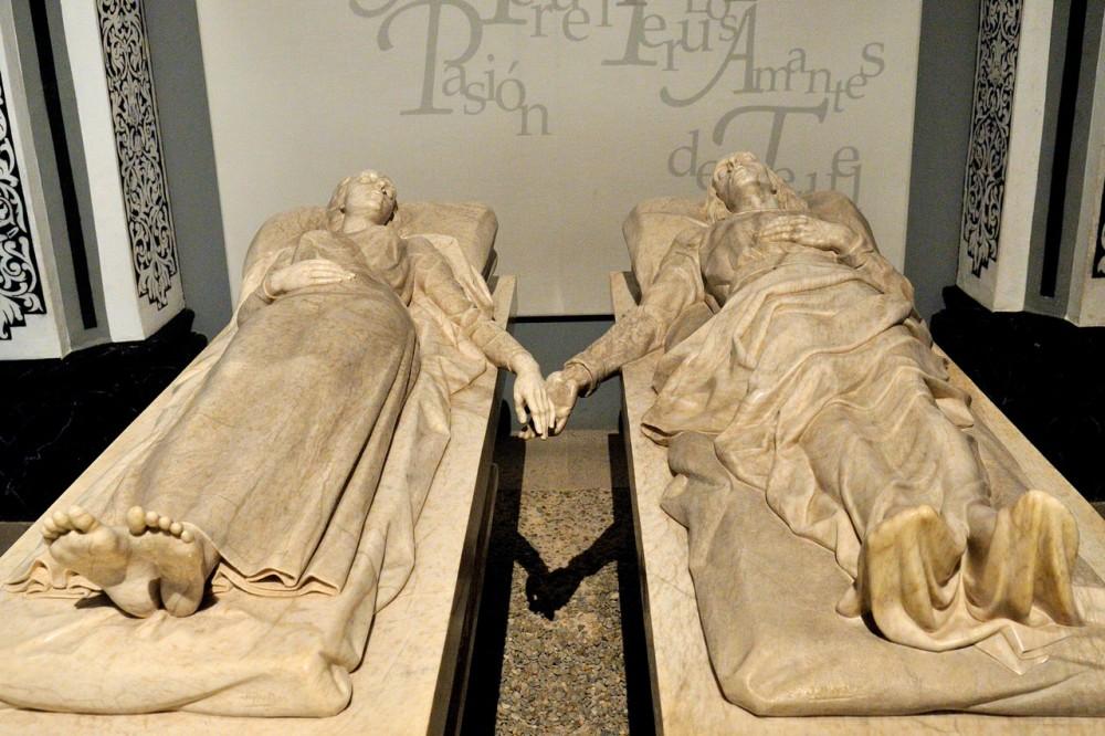 Скульптуры Хуана и Исабель (фото: Demetrio Carlos García Esteban)