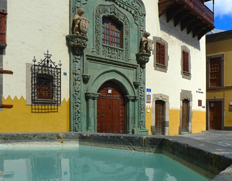 Фасад Дома Колумба (Casa de Colón)