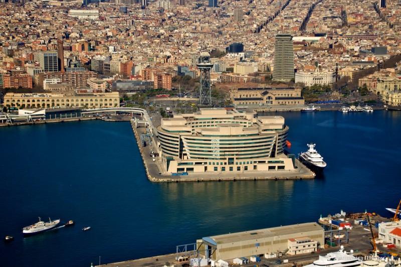 Всемирный торговый центр в порту