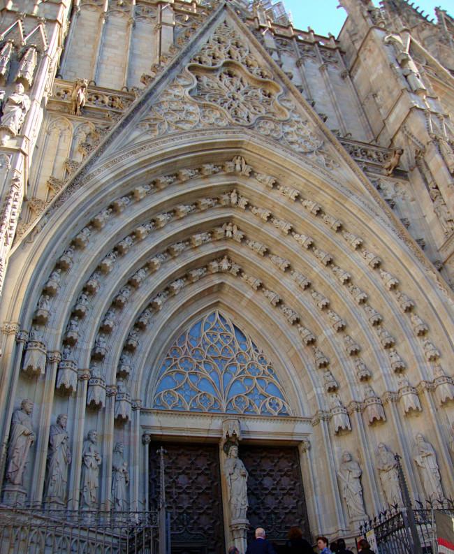 Главный фасад собора Святого Креста