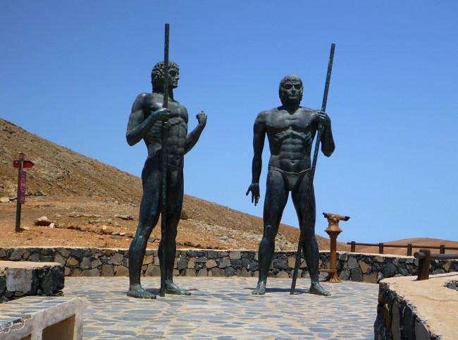 Статуи правителей Guize и Ayoze на смотровой площадке Морро Велоса