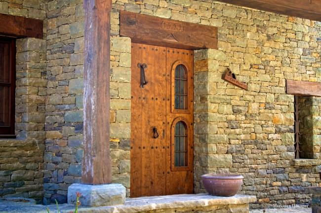 Добротные деревянные двери