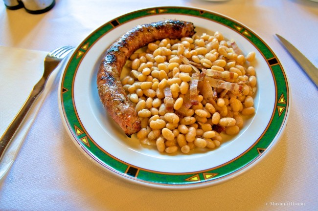 Бутифарра с местной белой фасолью