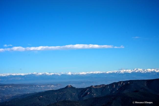 Немного снежных Пиреней и монастырь на горе