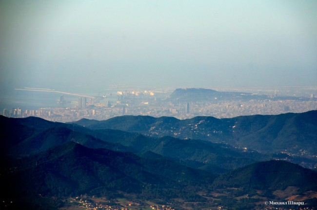 Видно Барселону вдалеке