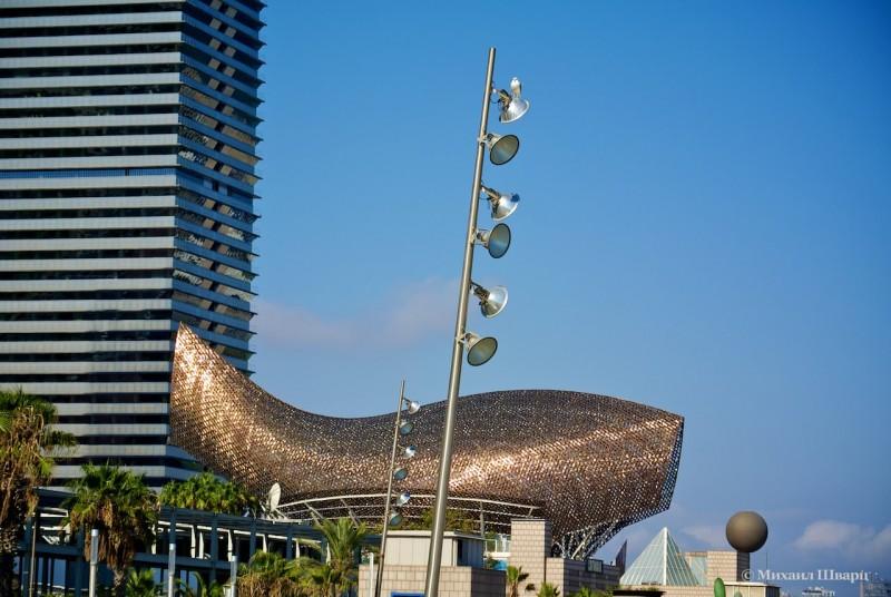 Статуя «Золотая рыба»