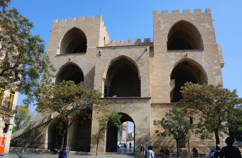 Ворота Серранос, вид сзади
