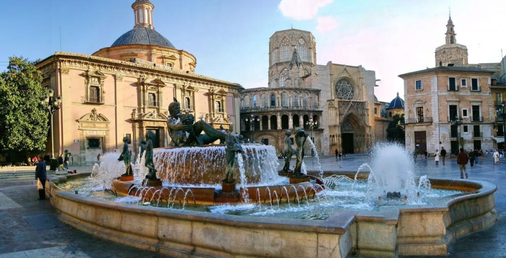 Площадь Святой Девы (Plaza de la Virgen)