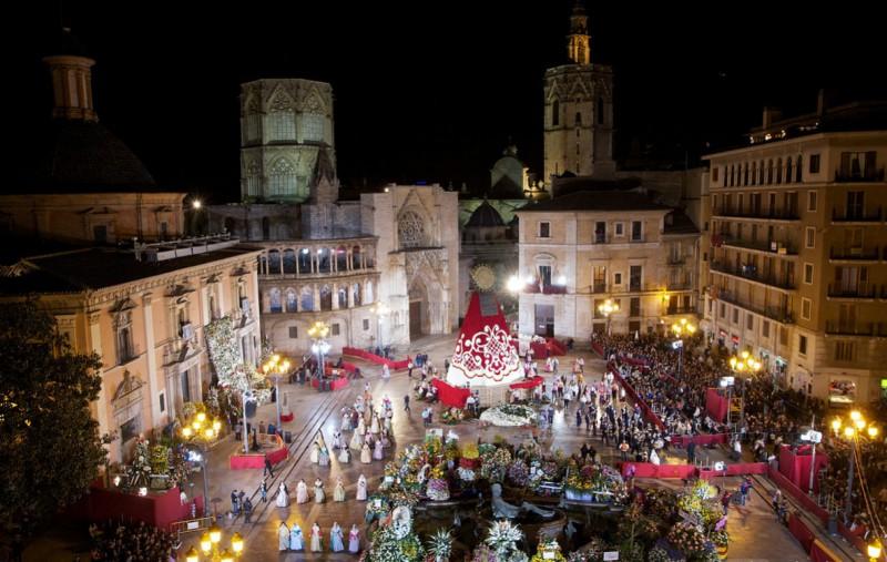 Празднование Фальяс на площади la Virgen