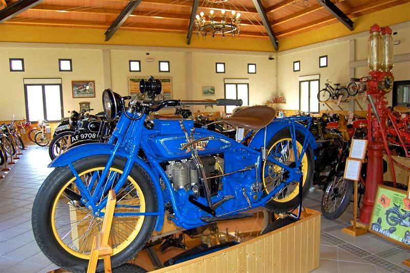 Старинные мотоциклы (фото: ocioydemas)